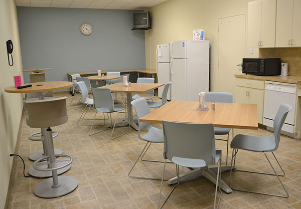 The Perry Office Plus break room features HON Preside tabels and Motivate seating. The bar-height tables feature power plugs.